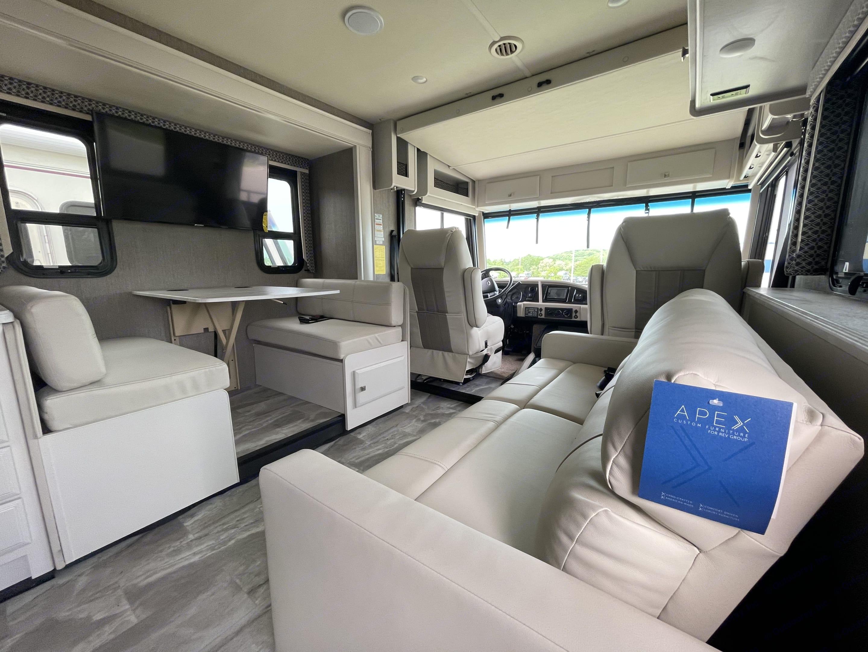Living Space. Holiday Rambler Admiral 2021
