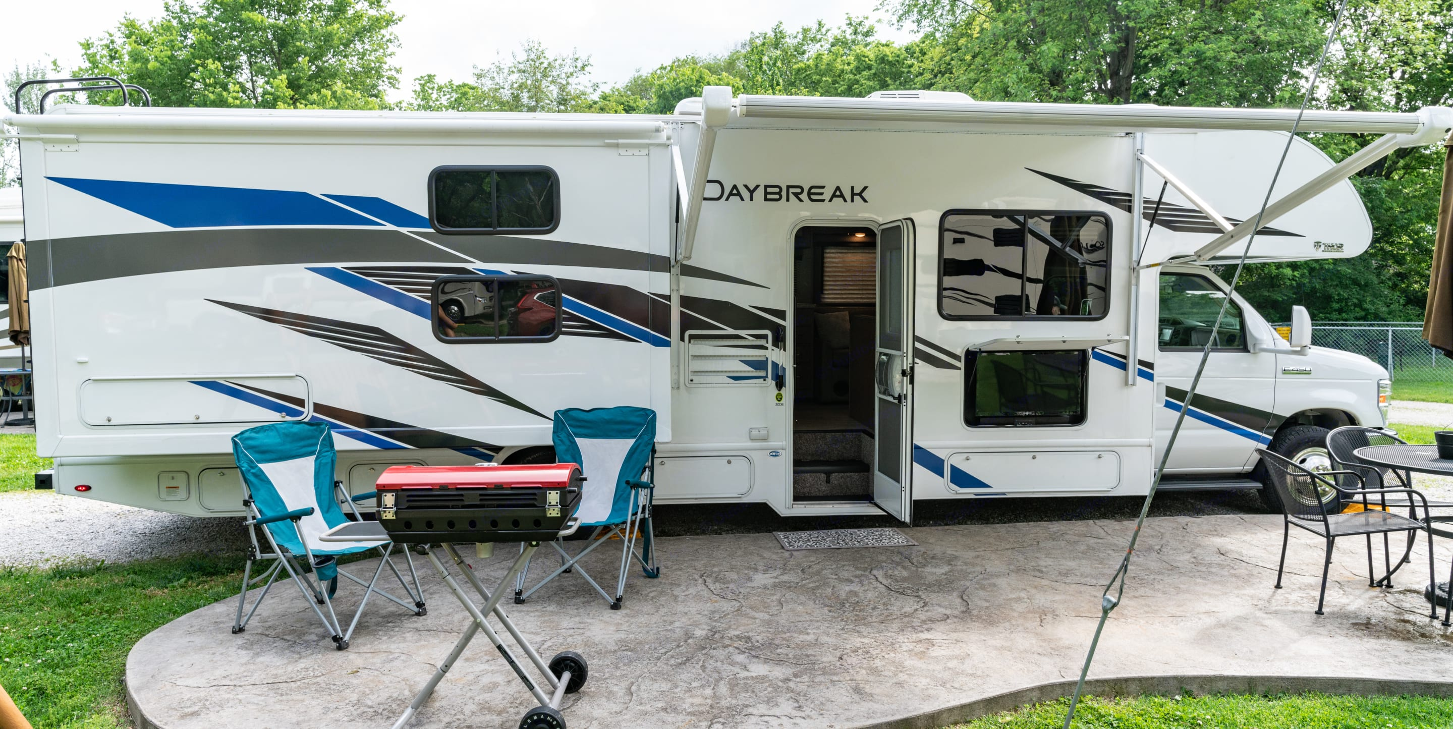 Great for families and groups. Thor Motor Coach Daybreak 2021