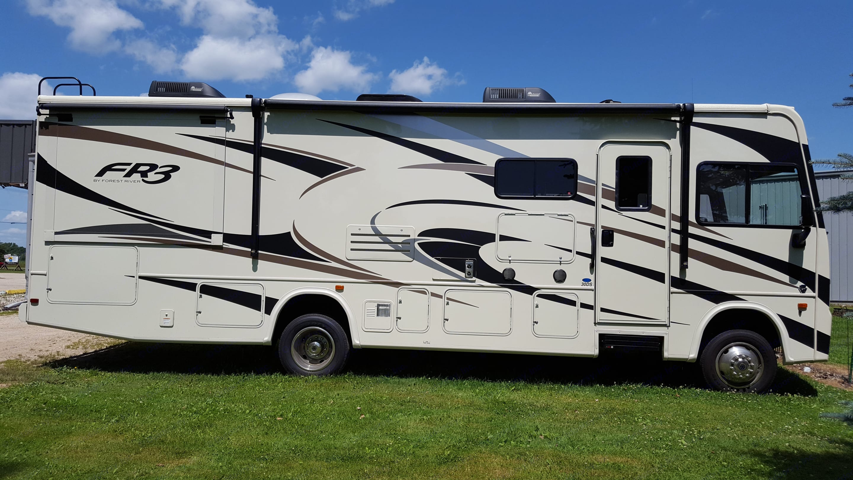 Class A 31 foot with 2 slides. Outdoor TV, Awning, lots of storage.. Forest River FR3 2018