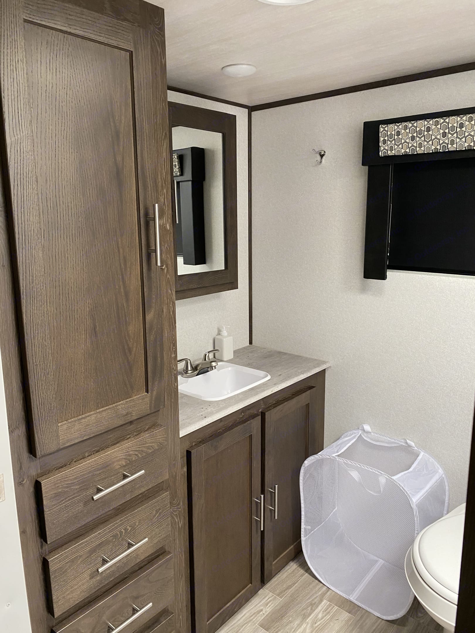 Bathroom vanity w/ rare counterspace and lot's of storage.  Plenty of floorspace to get ready for your day.. Forest River Salem Hemisphere 2020