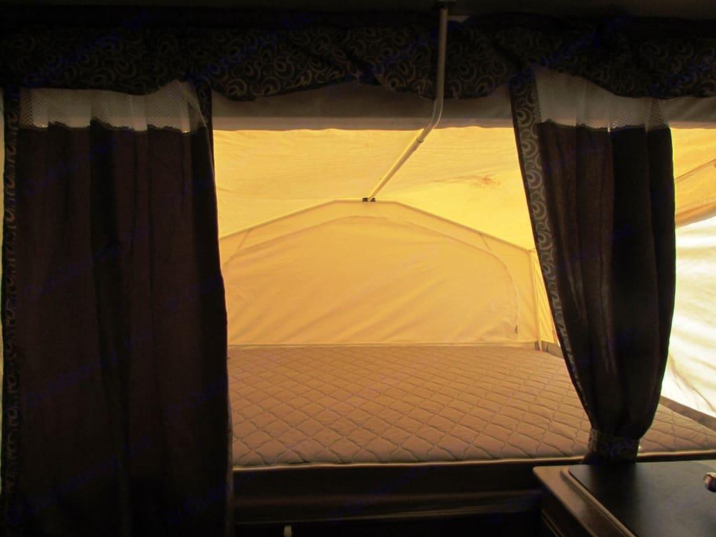 Queen Bed. Forest River Rockwood 2015