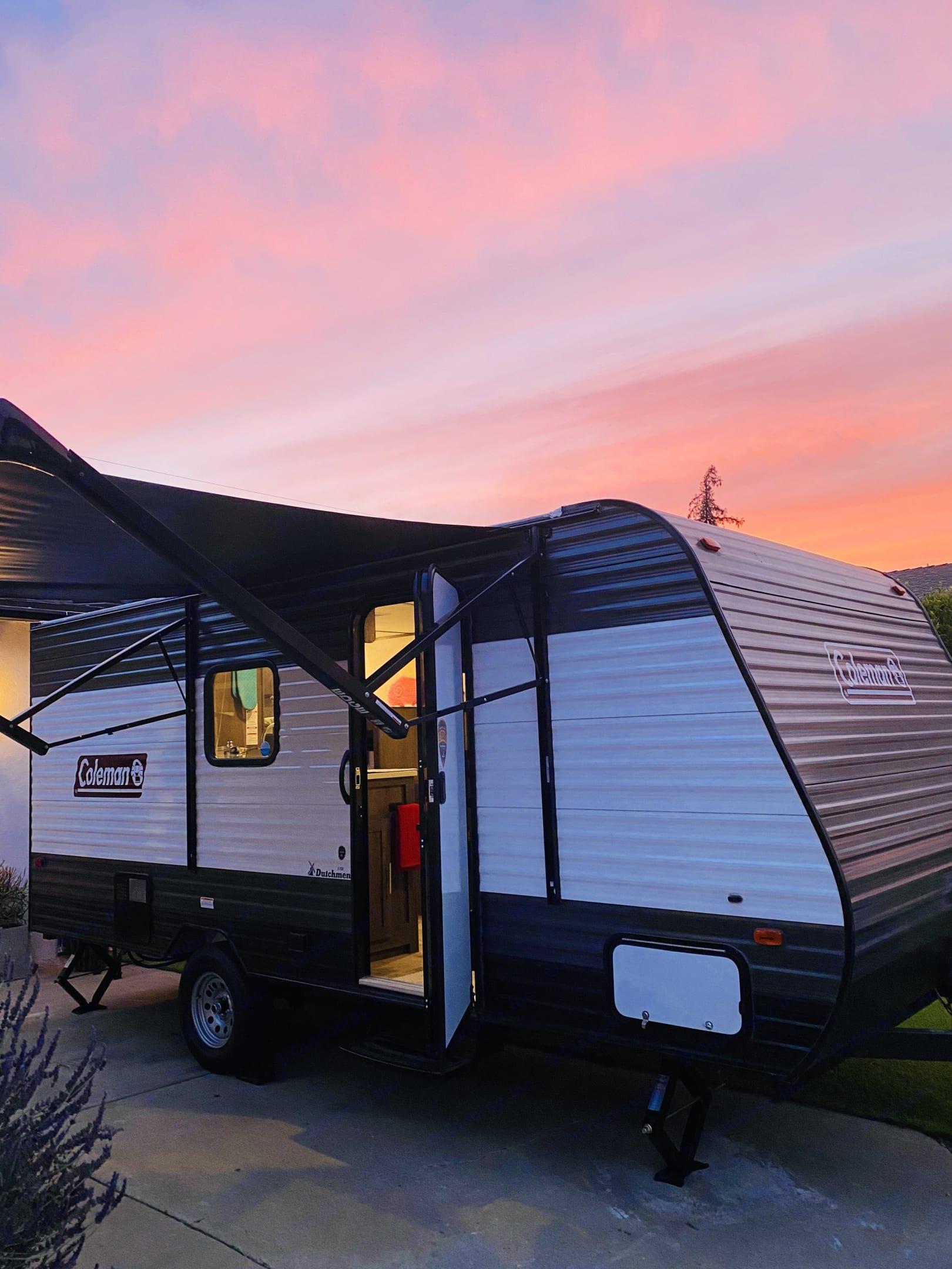 Camper & Sunset. Coleman Lantern 17B 2021