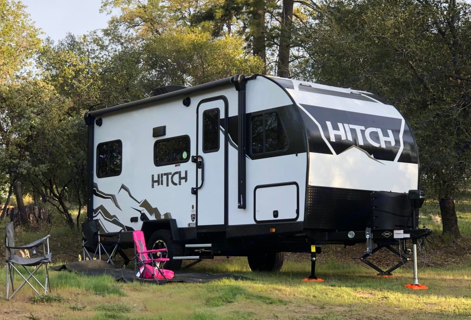 Trailer is 16 ft (21 ft with hitch) - making for easy towing and parking with most SUVs (3580 lbs dry weight or 4,884 lbs if fully loaded). Cruiser Rv Corp Hitch 16RD 2021