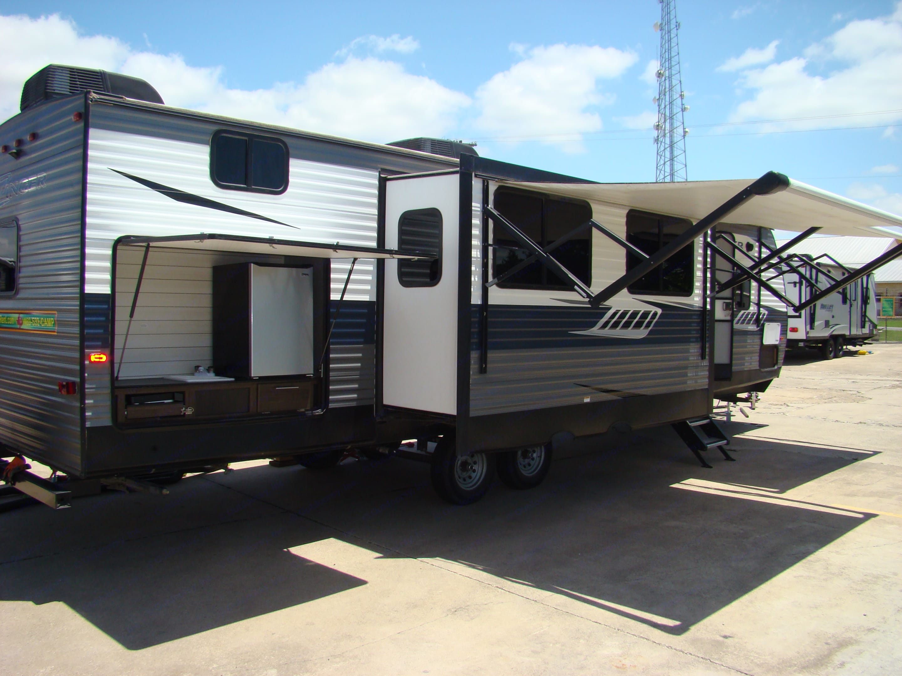 2 slide outs, 2 kitchens, 2 bathrooms, 2 awnings. Crossroads Zinger 2019