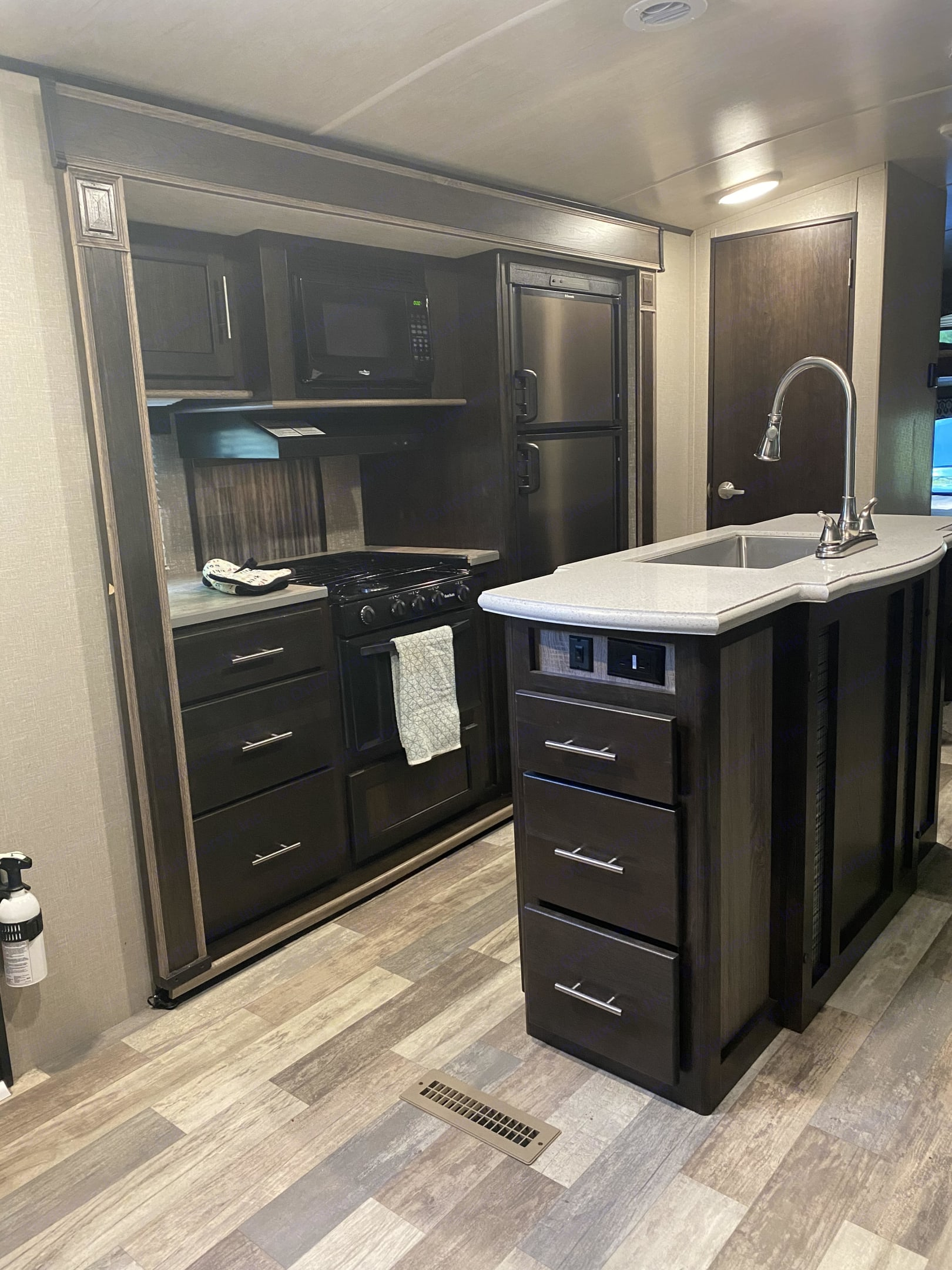 Tons of storage with six drawers, two cupboards, and large pantry with four deep shelves.. Cruiser Rv Corp Fun Finder 2017