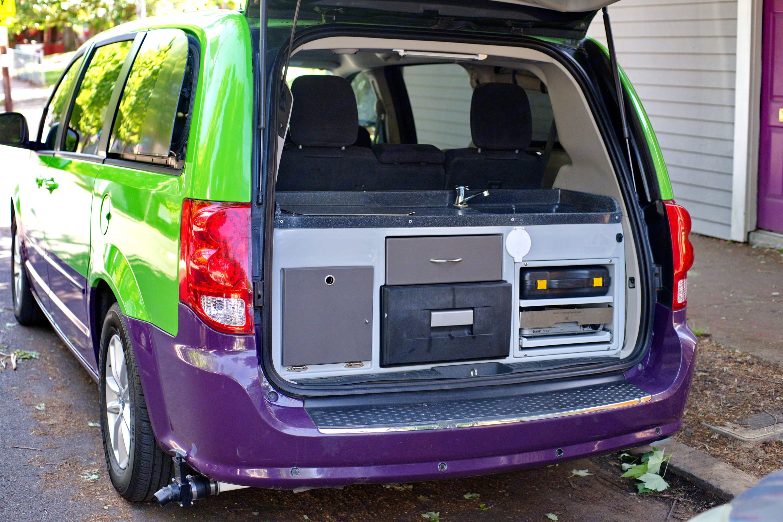 2 burners, kitchen sink, 31L fridge & storage. Dodge Grand Caravan 2013