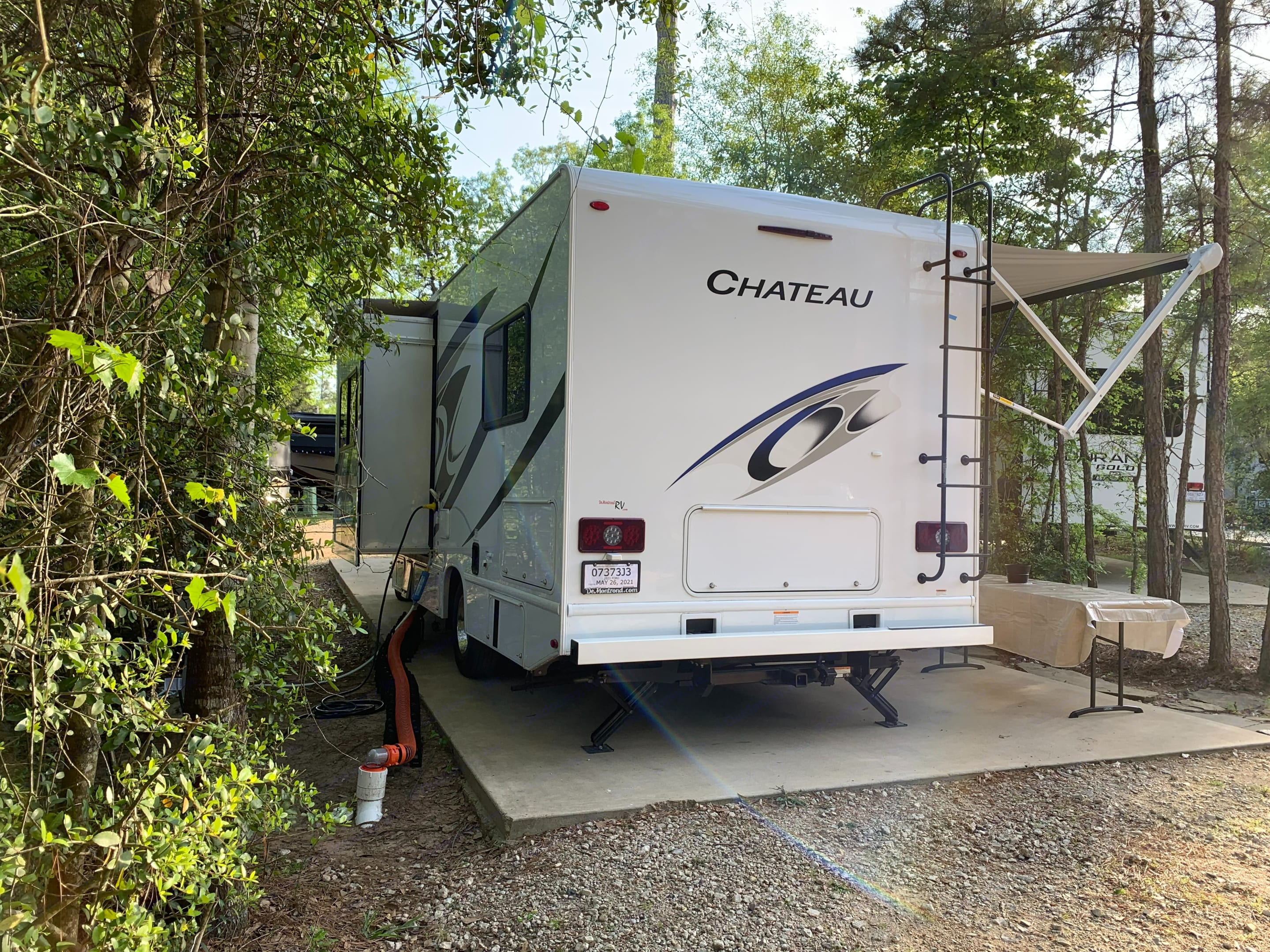 Full hookups included and she's even equipped with electric stabilizers in the rear.. Thor Motor Coach Chateau 2021