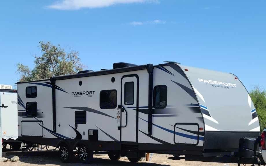 Passenger side with main door entry. Plenty of natural sunlight and lots of storage space.. Keystone Passport 2020
