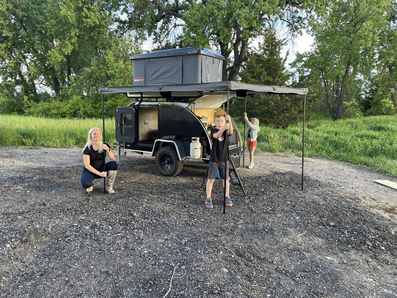 Setting up the awning. Colorado Teardrop Canyonland 2017