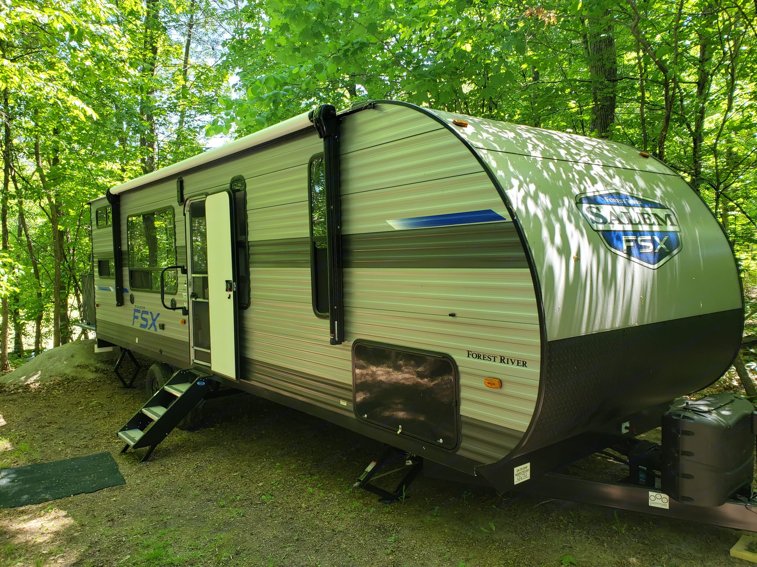Power 18' awning with lighting. Forest River Salem 2021