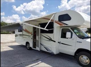 Instant shade anywhere! You'll need it in FL.. Thor Motor Coach Four Winds 2012