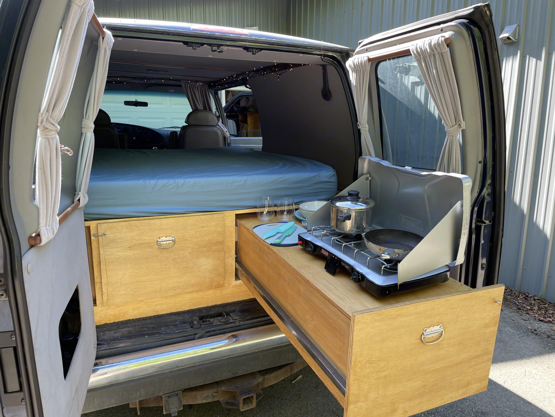 Ford Econoline 150 2003