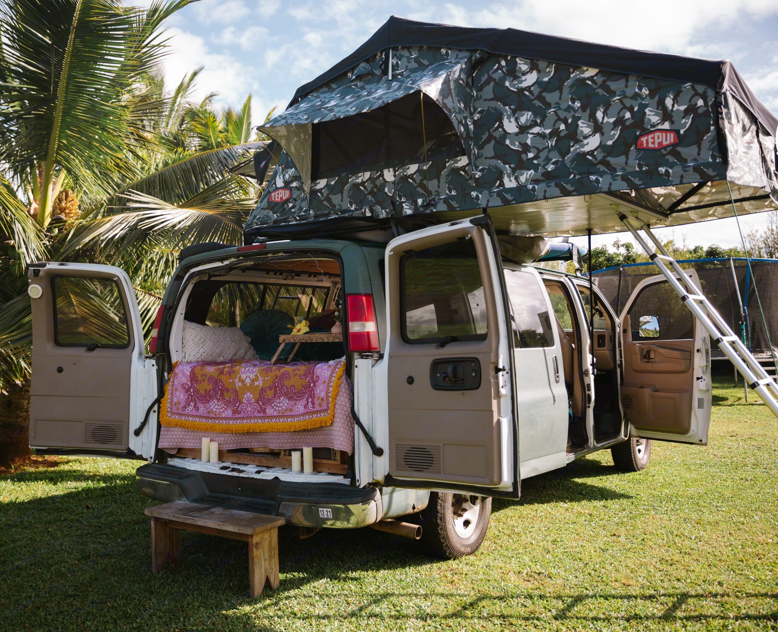 Pop up roof tent comfortably sleeps 4 adults. Gmc Custom Savana 2007