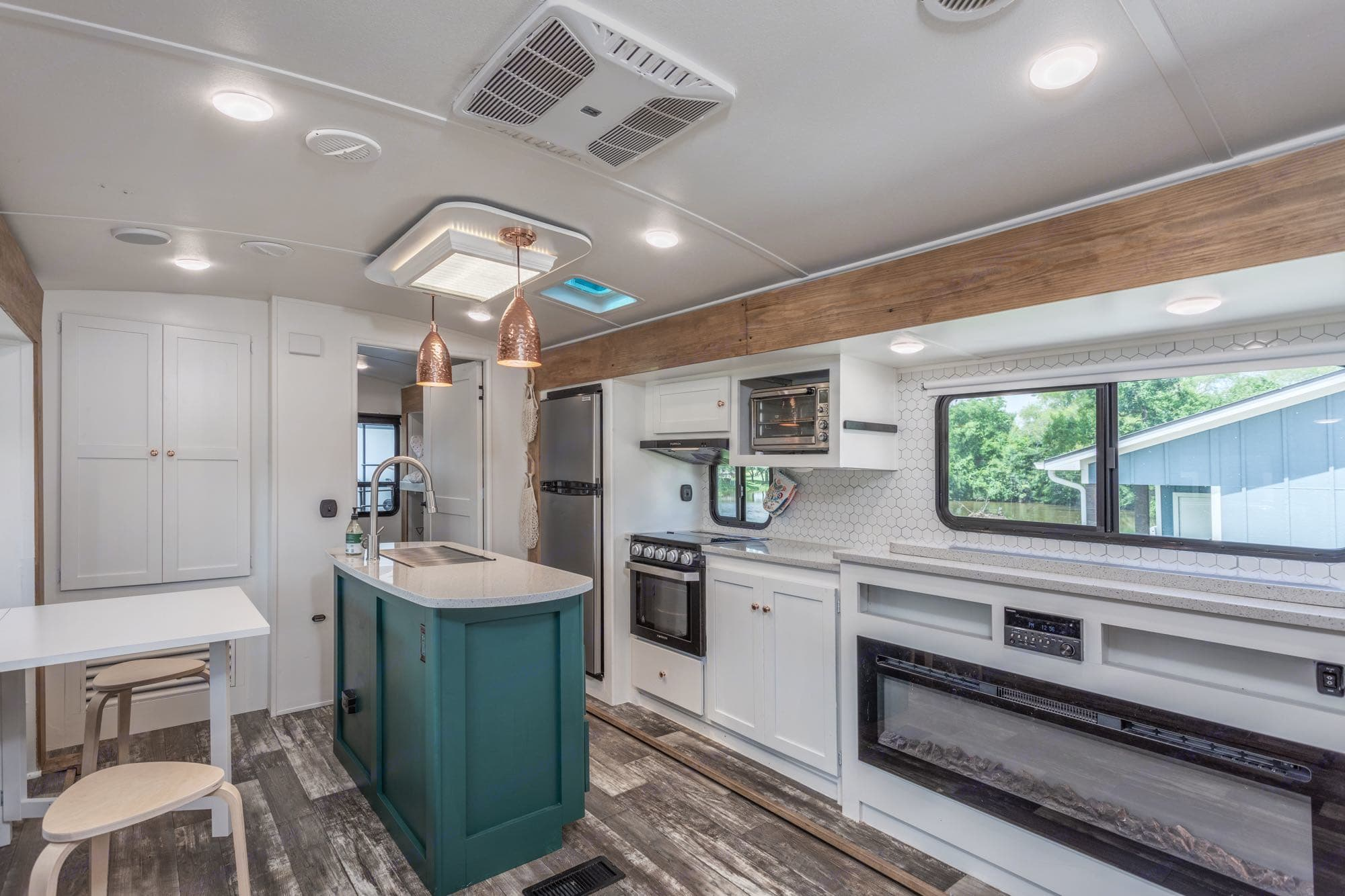 Island sink with tons of counter space (including rolled down tv above fireplace), gas stove and oven, efficient toaster oven, refrigerator and freezer. Keystone Outback 2019