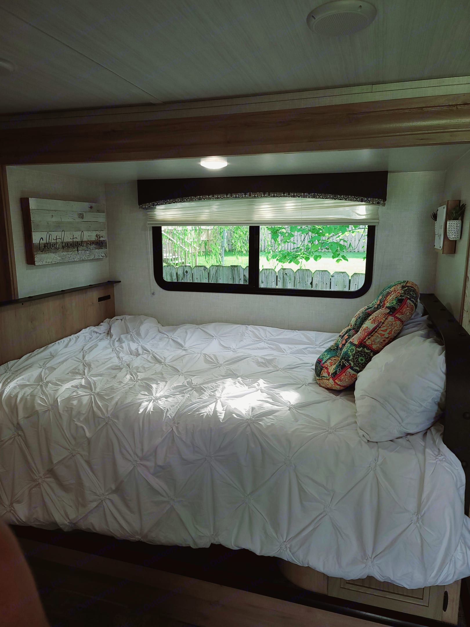 This is the second bed which doubles as the table/dinette.. Winnebago Micro Minnie 2021