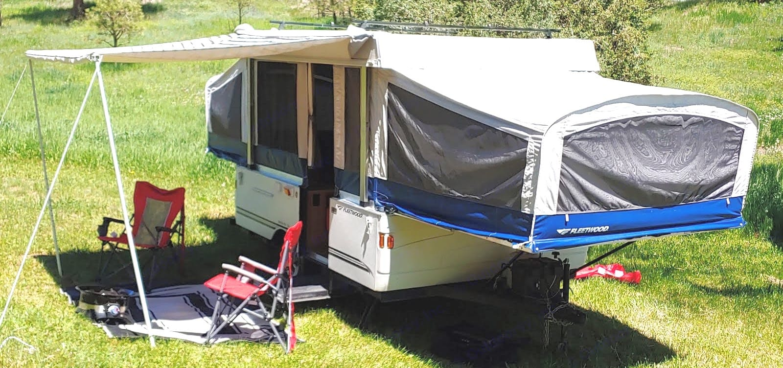 Enjoy the outdoors with this adorable and exceptionally clean trailer . Fleetwood Americana Santa Fe 2007