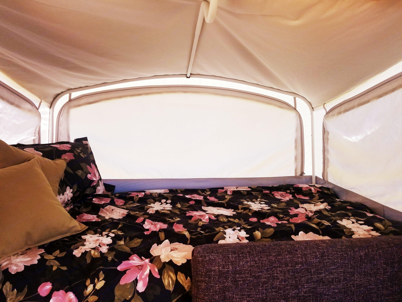 Large Bed, very spacious and comfortable . Fleetwood Americana Santa Fe 2007