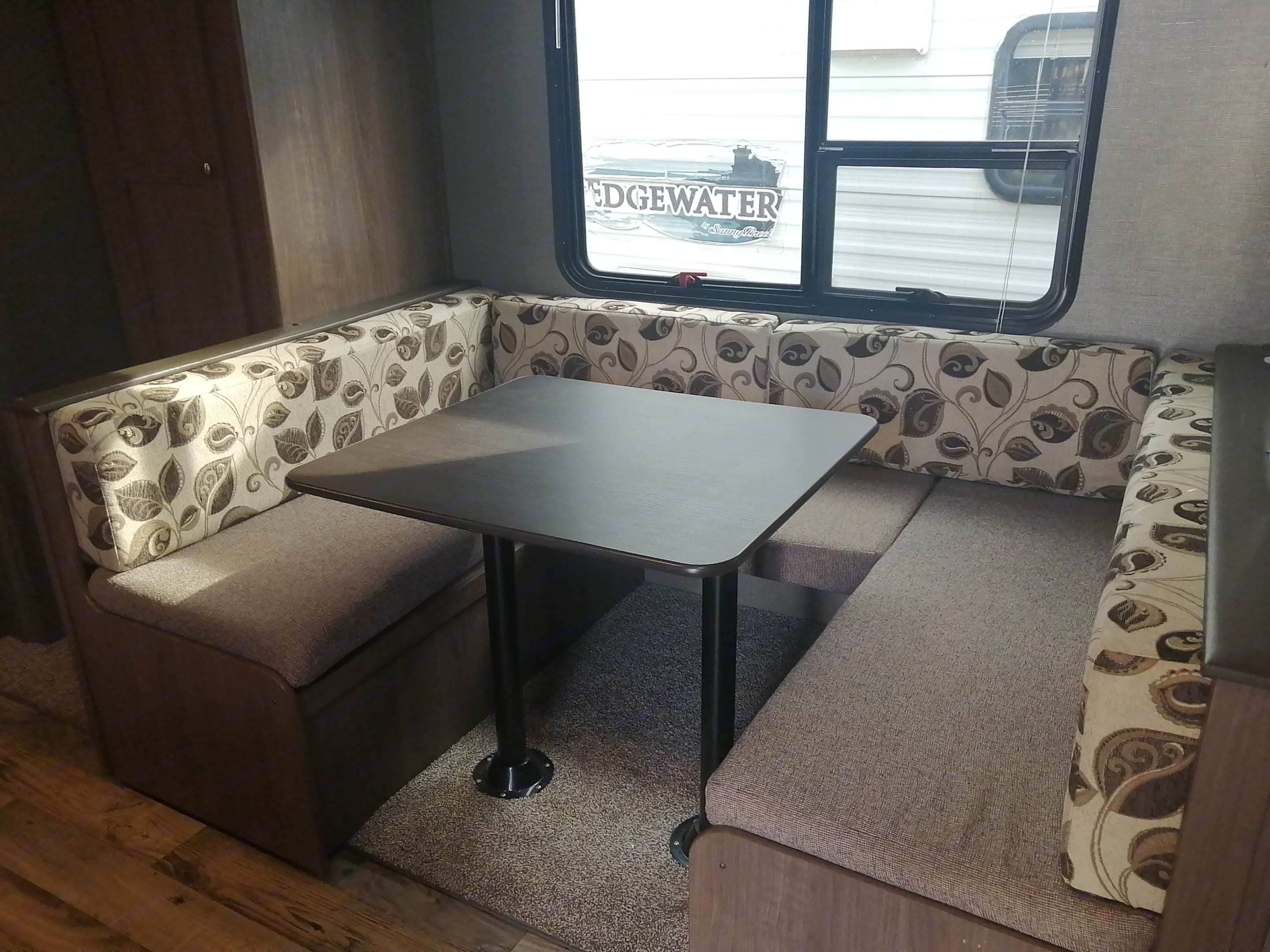 Convertible table bed. Keystone Hideout 2018