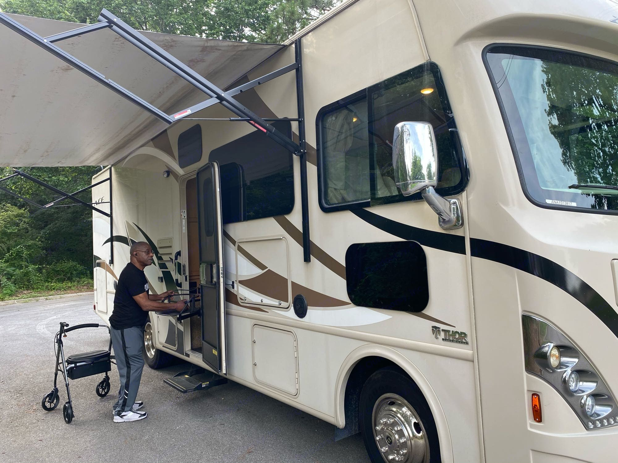 I'm 6'1 and you can clearly see that it's BIG. Thor Motor Coach A.C.E 2017