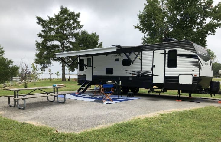 This is one of our favorite campsites at Coles Creek Campground, Carlyle Illinois.  It's an Army Corps of Engineers park, one of the few with sewers!. Keystone Hideout 27RLS 2020