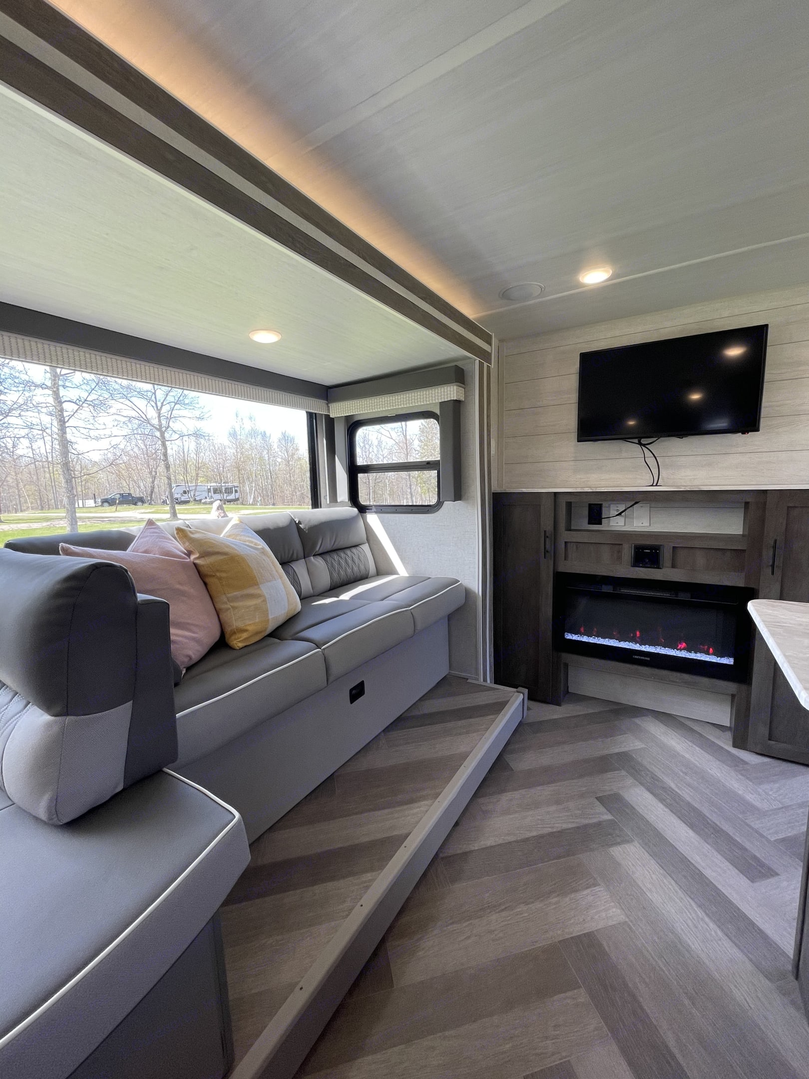 Bring some DVD's and have a relaxing movie night. The sofa also folds down into a bed.. Forest River Salem Cruise Lite 2021