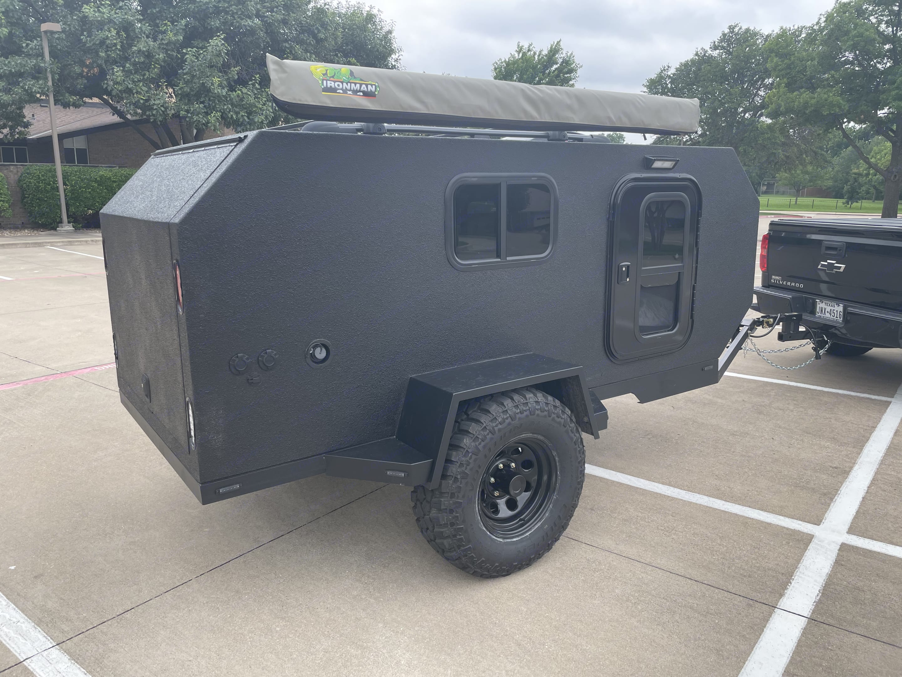 Includes small window, door and awning with LED light hookup. Trailmate Butte 2021