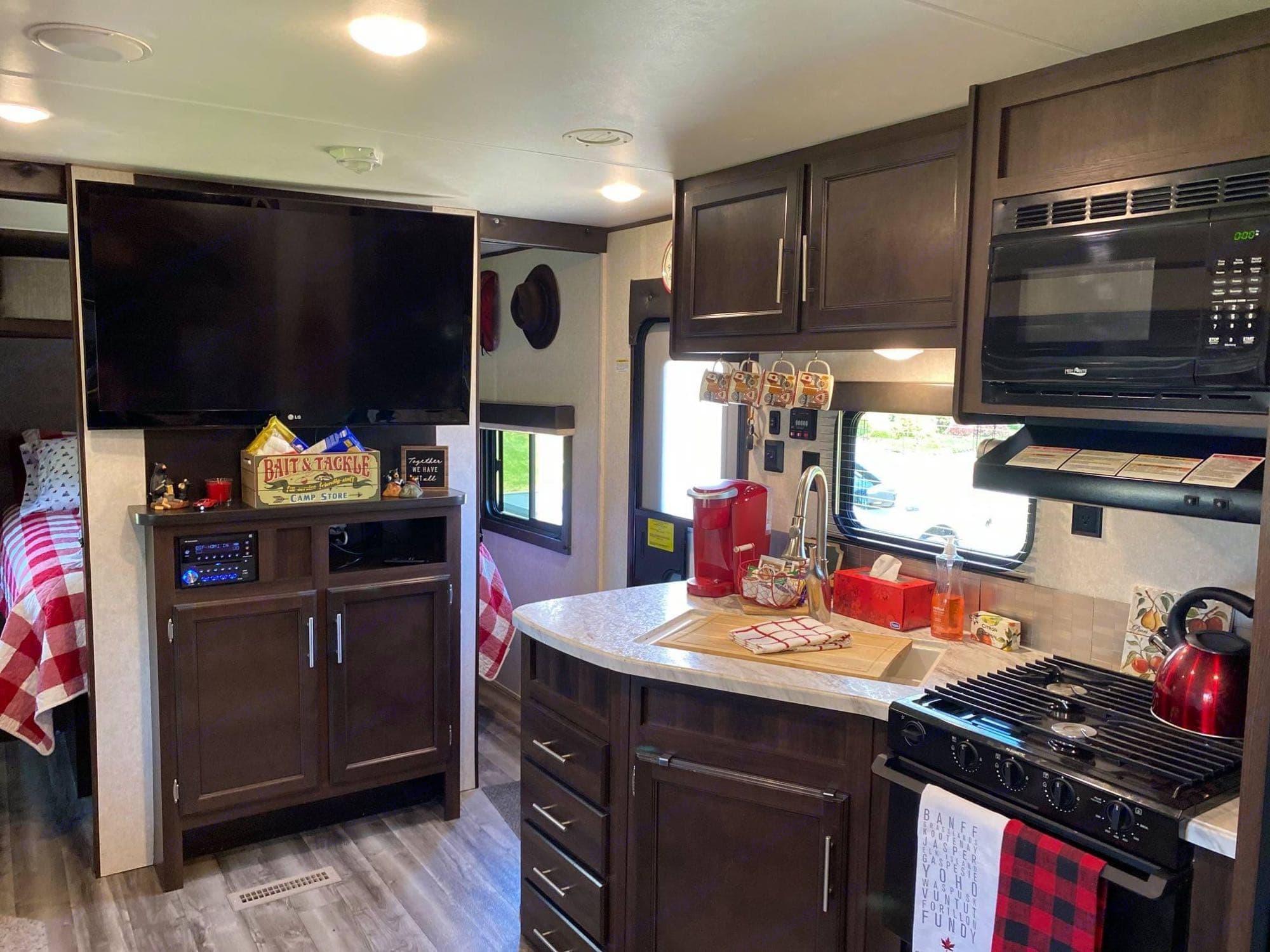 Kitchen & entertainment center . Jayco Jay Flight 2019