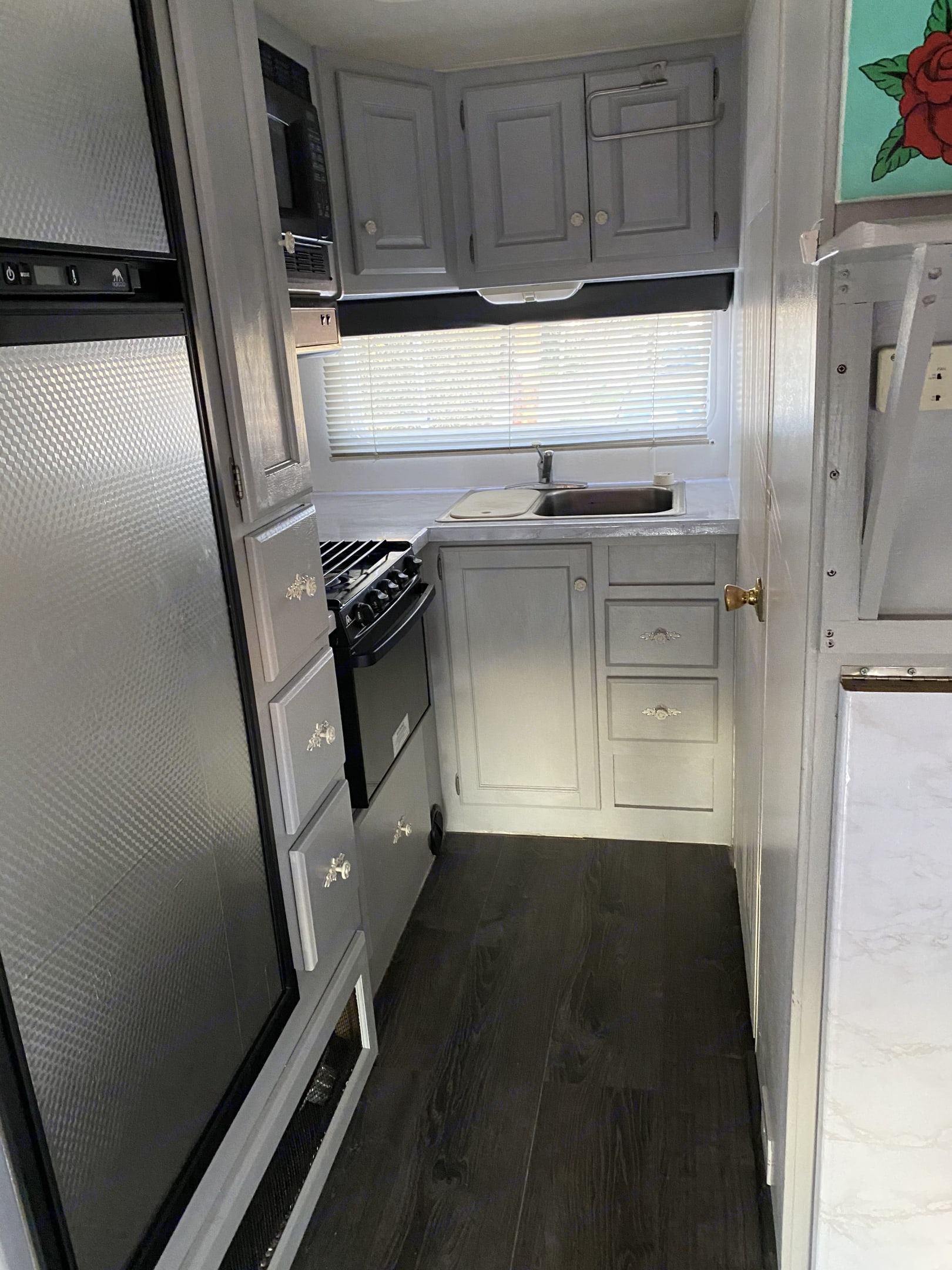 Fully-Stocked Kitchen. With stove, microwave and New refrigerator. Holiday Rambler Atlantis 2002
