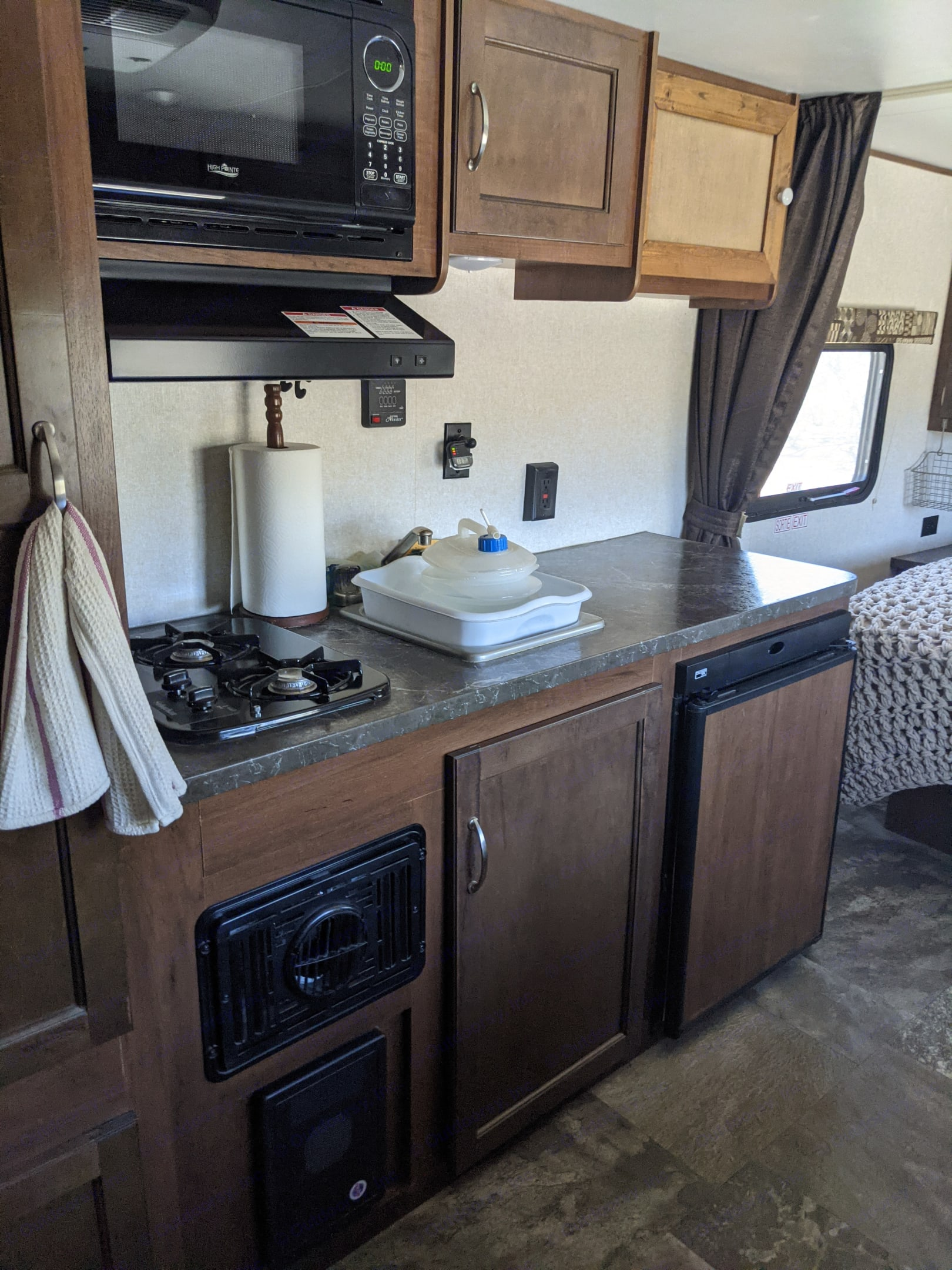 Includes 2-buner gas stove with vent hood, refrigerator, sink and storage.. Jayco Jay Flight 2017