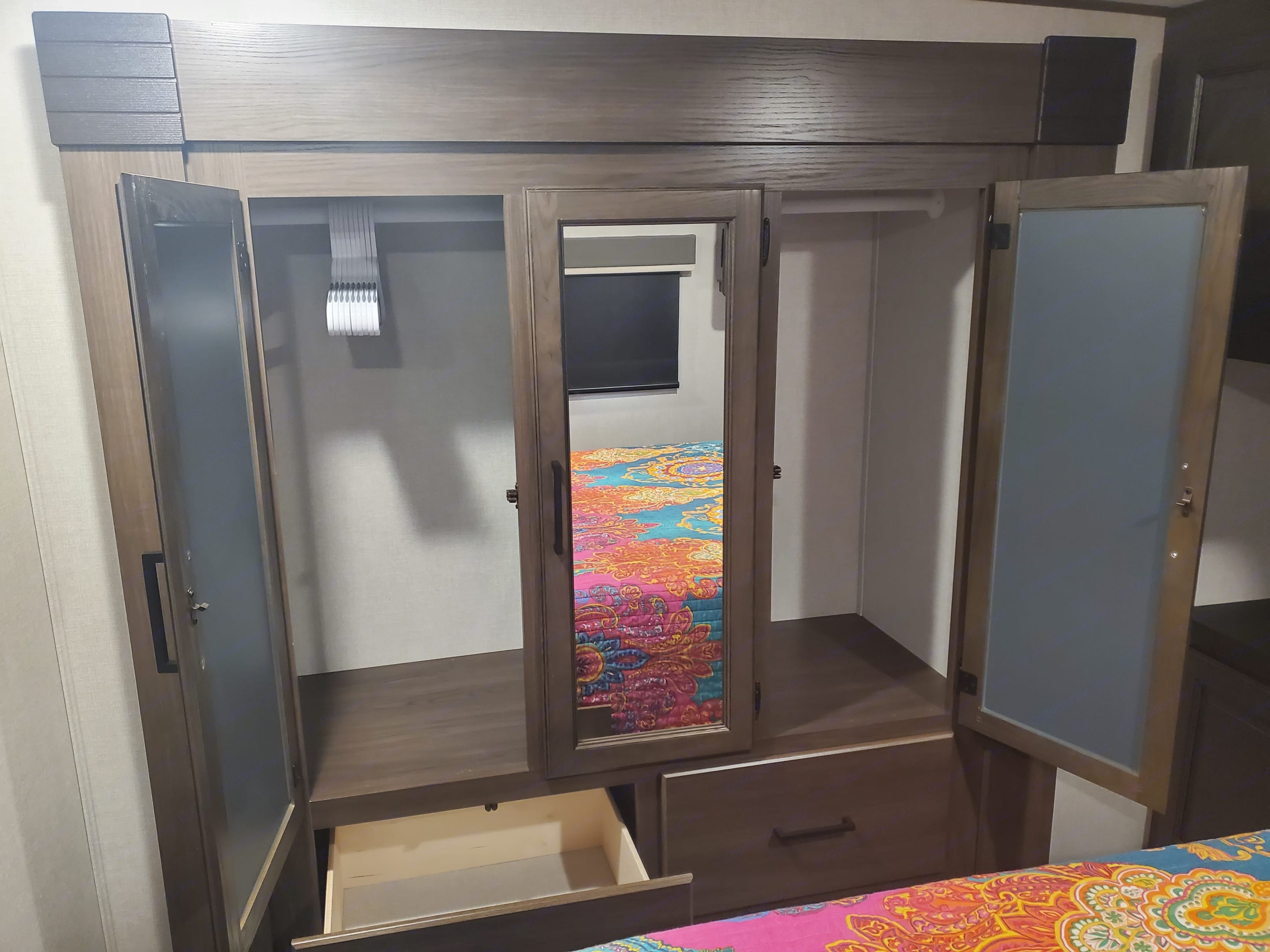 3 door closet with 2 drawers, lots of space. Prime Time Crusader 2021