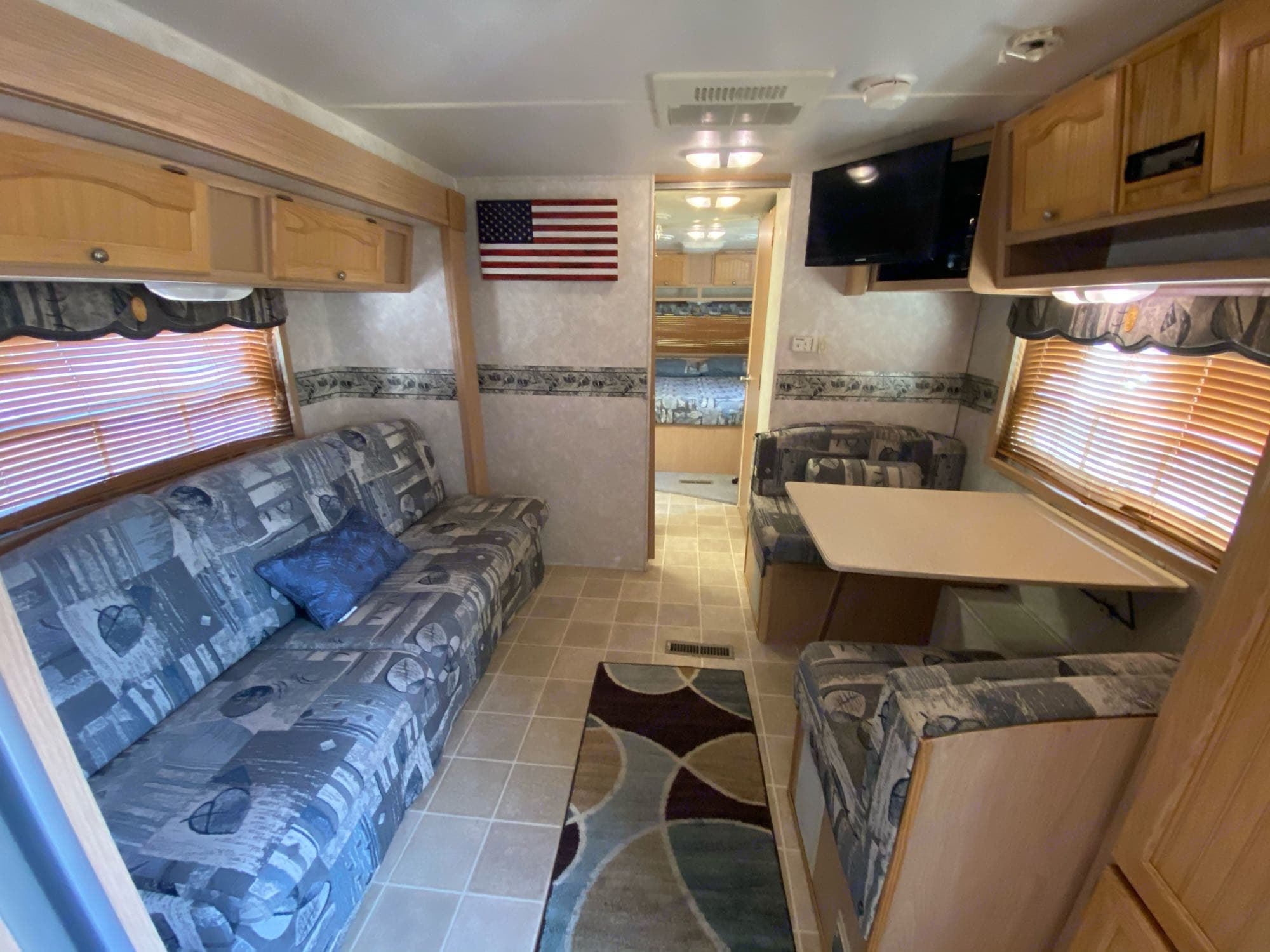 dinette and couch turn into beds. Forest River Grand Surveyor 2005