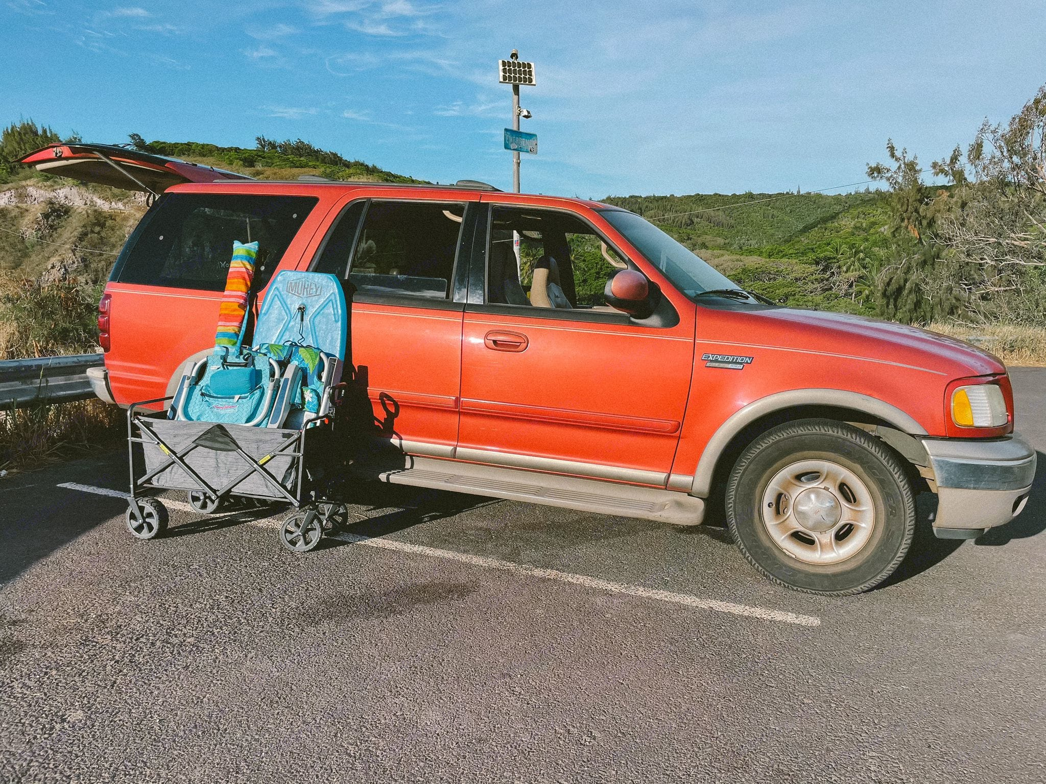 our 2001 Ford Expedition is a spacious option for exploring the island in comfort! . Ford Ford Expedition 2001