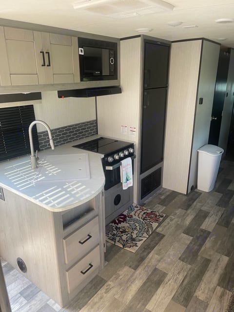 Sink, gas stove, oven and microwave.. Heartland Other 2020