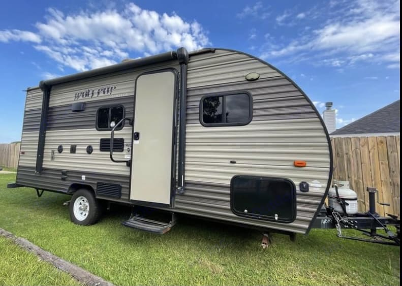Pull down step and handle to easily get into camper. You have an electric awning, exterior outlets and outdoor speakers.. Forest River Wolf Pup 2018