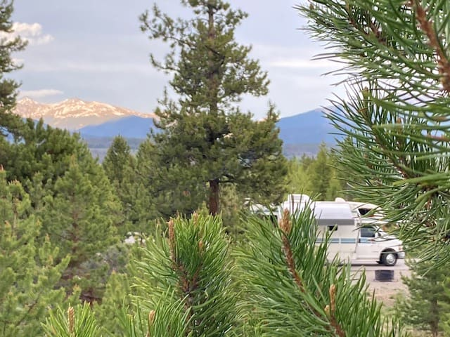Among the pines in Summit County, Colorado, 1.5 hours from Denver.. Winnebago Minnie Winnie 1999