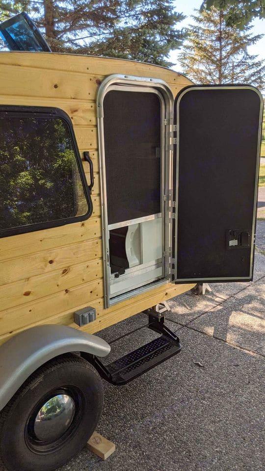 Entrance door with screen.. Custom Camper 2020