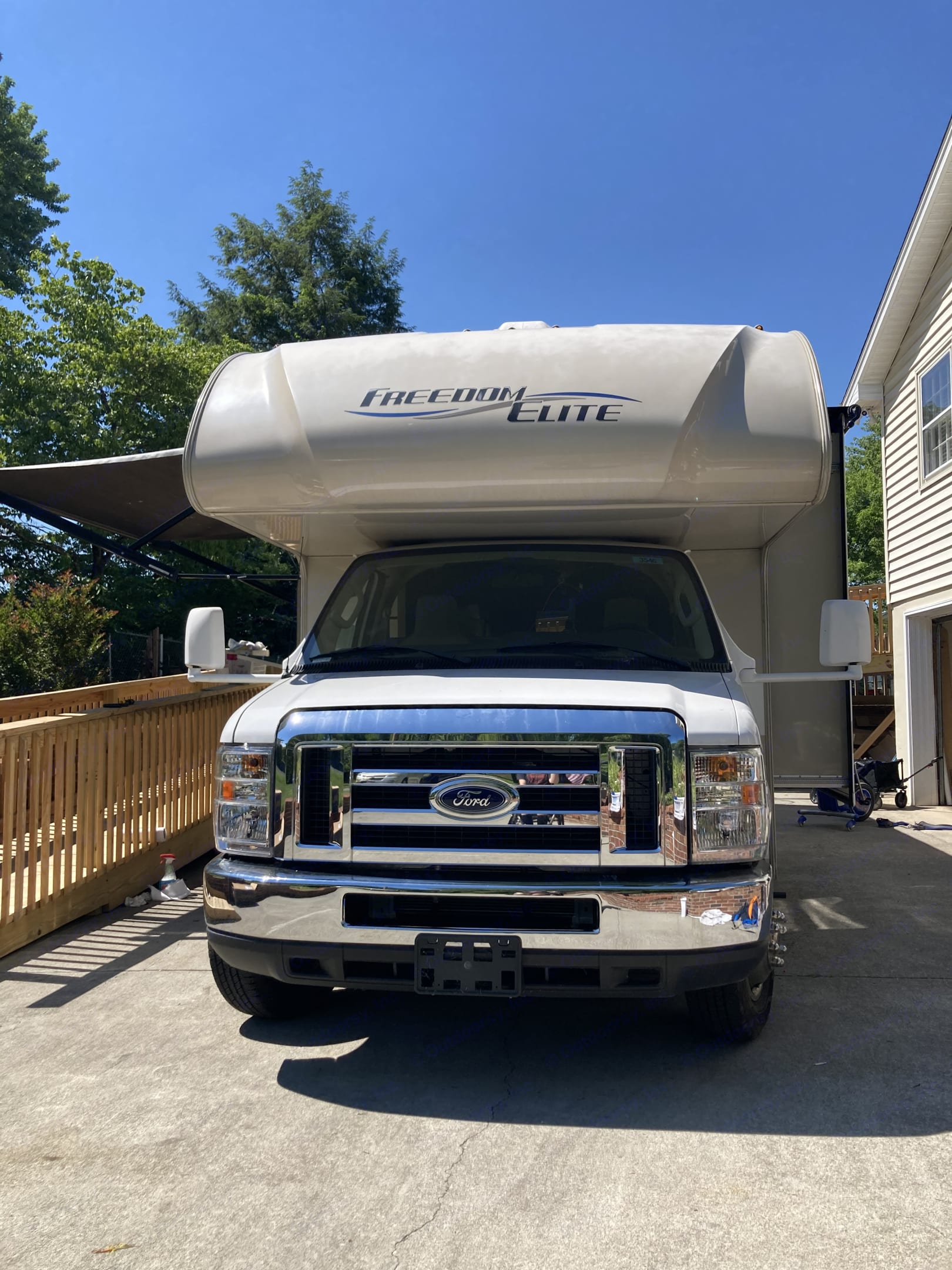 Front of RV and awning . Thor Motor Coach Freedom Elite 2019