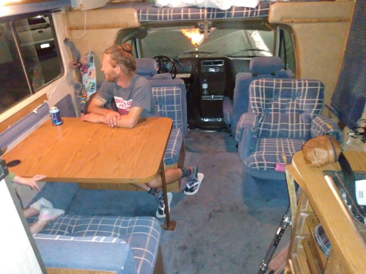 Comfortable living room area. Winnebago Minnie Winnie 1985