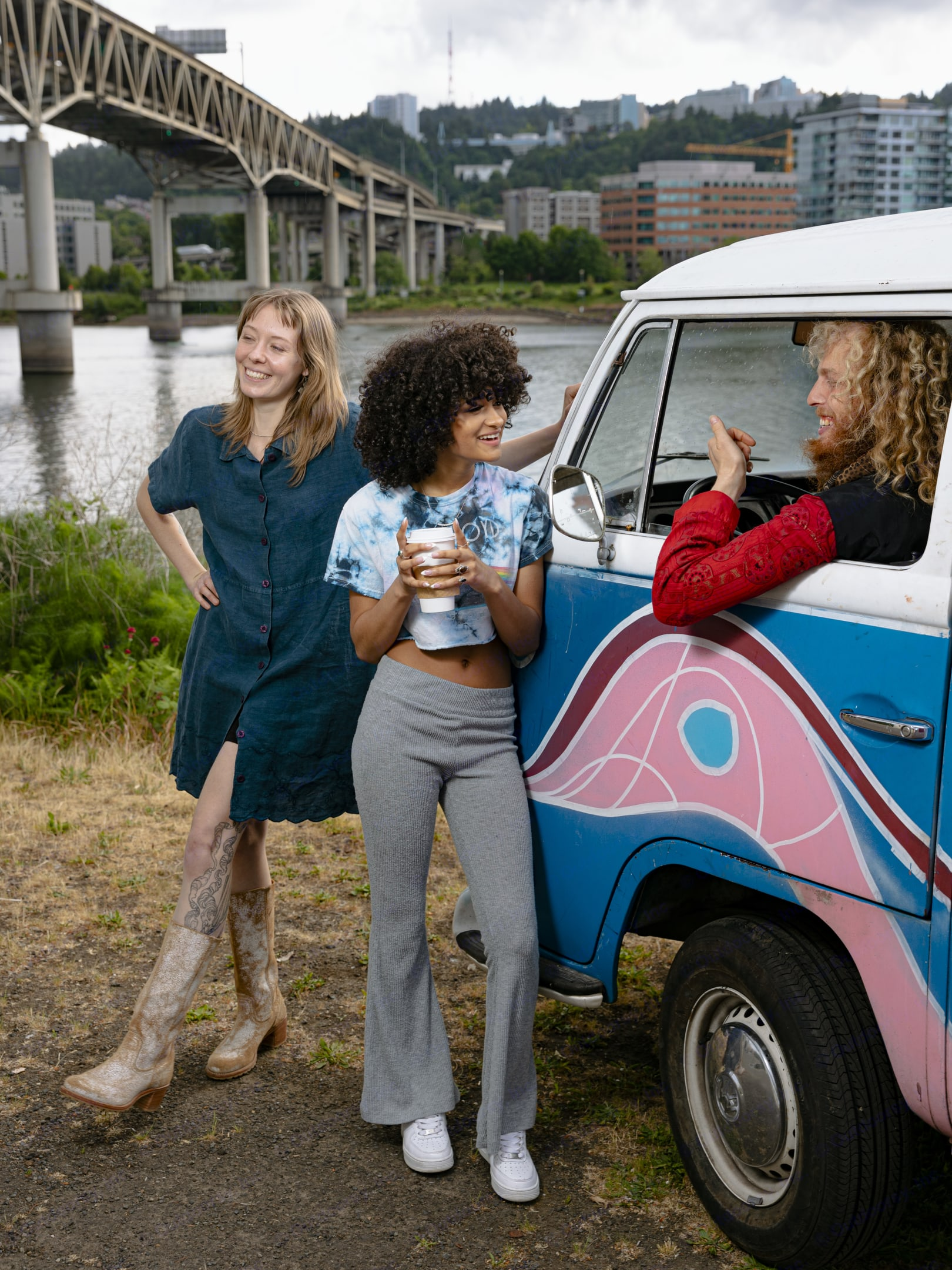Guests and Blueray are pictured here on one of their VW Bus Adventure Rentals in Portland Oregon. Contact us today so you can adventure in Portland . Volkswagen Westfalia 1971
