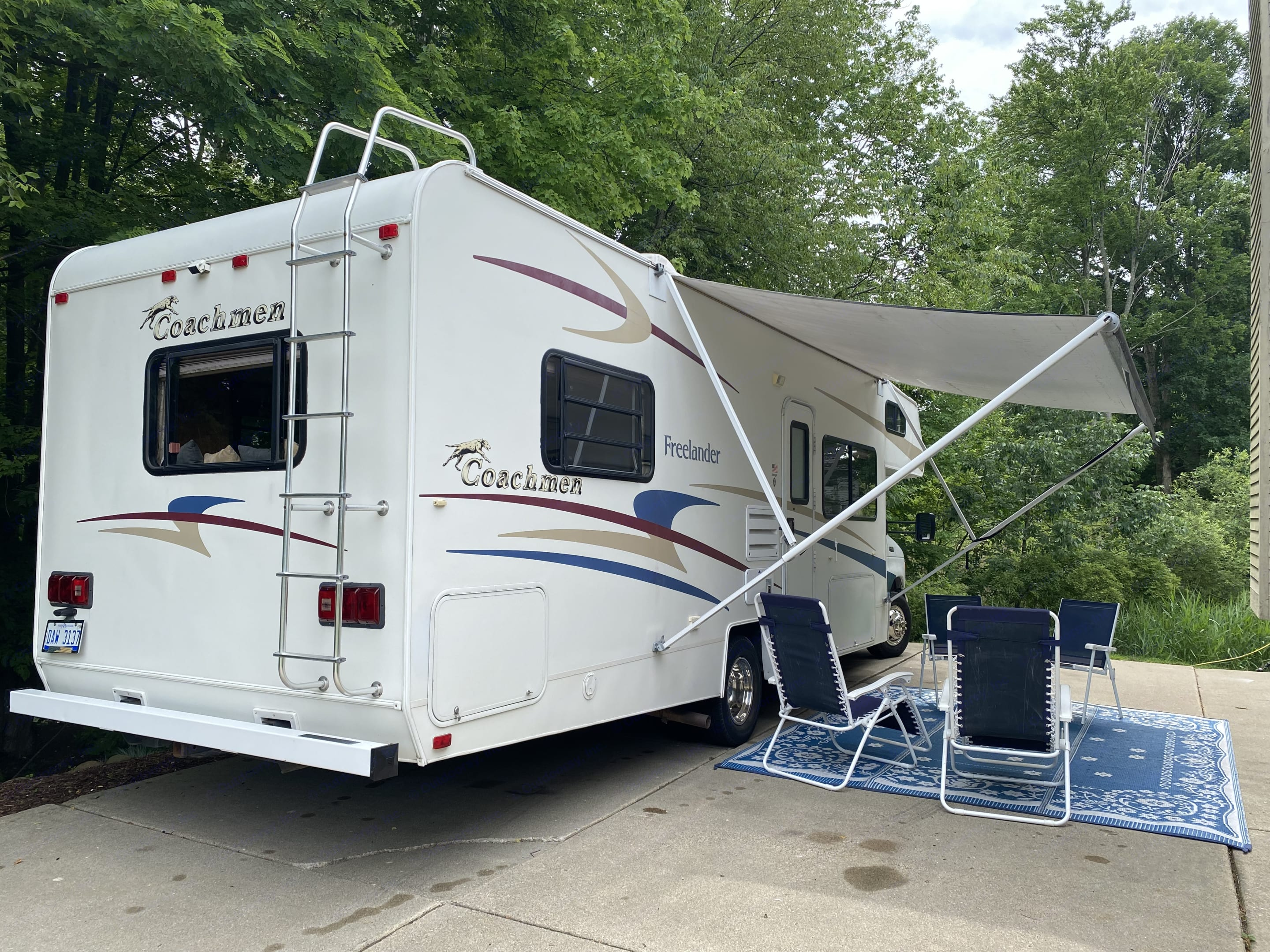 Great awning and camping mat, 4 chairs and 2 zero gravity chairs included. Other Other 2006