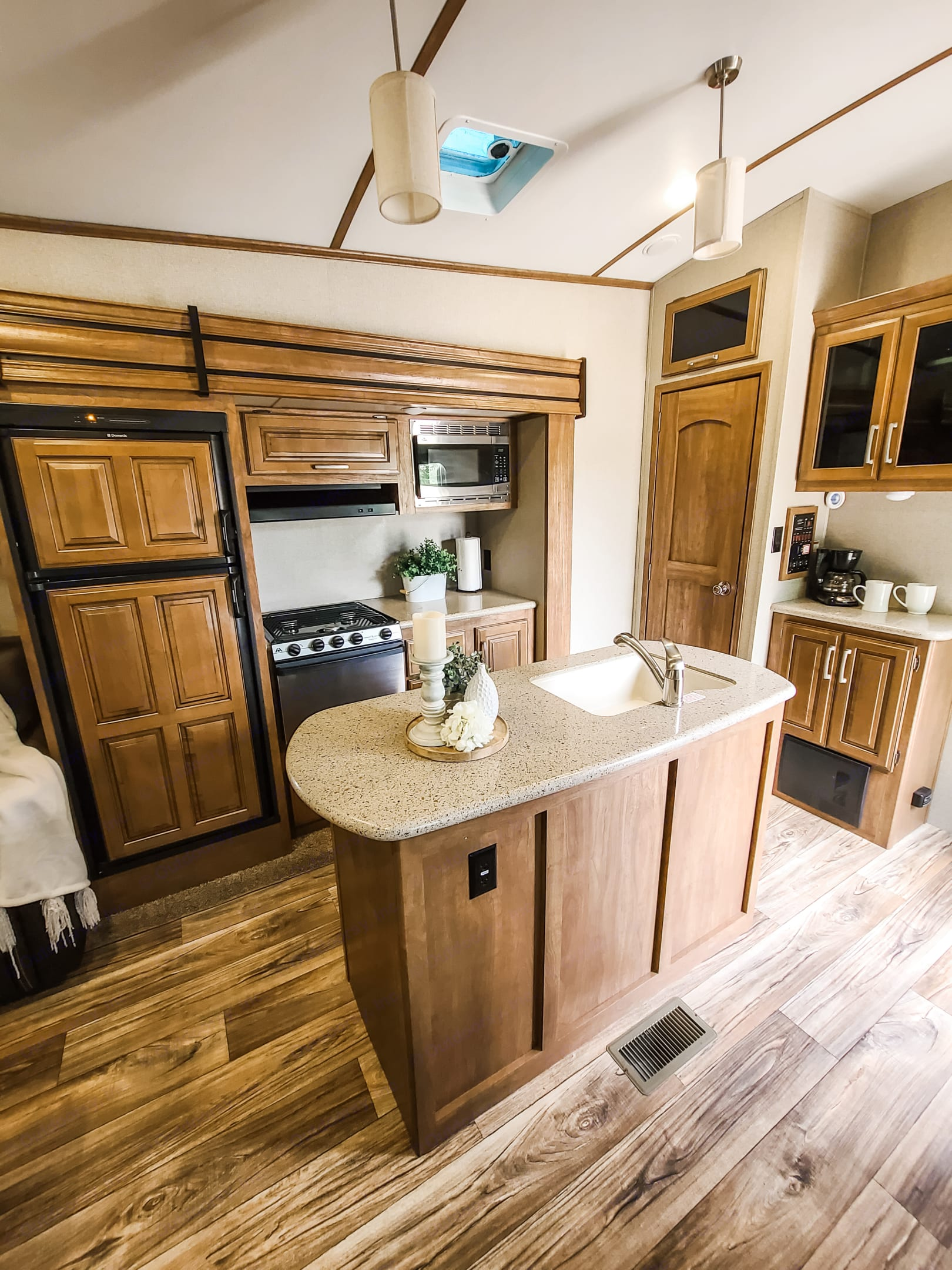 The fully functional kitchen with a large sink and lots of counter space.. Keystone Laredo 2017