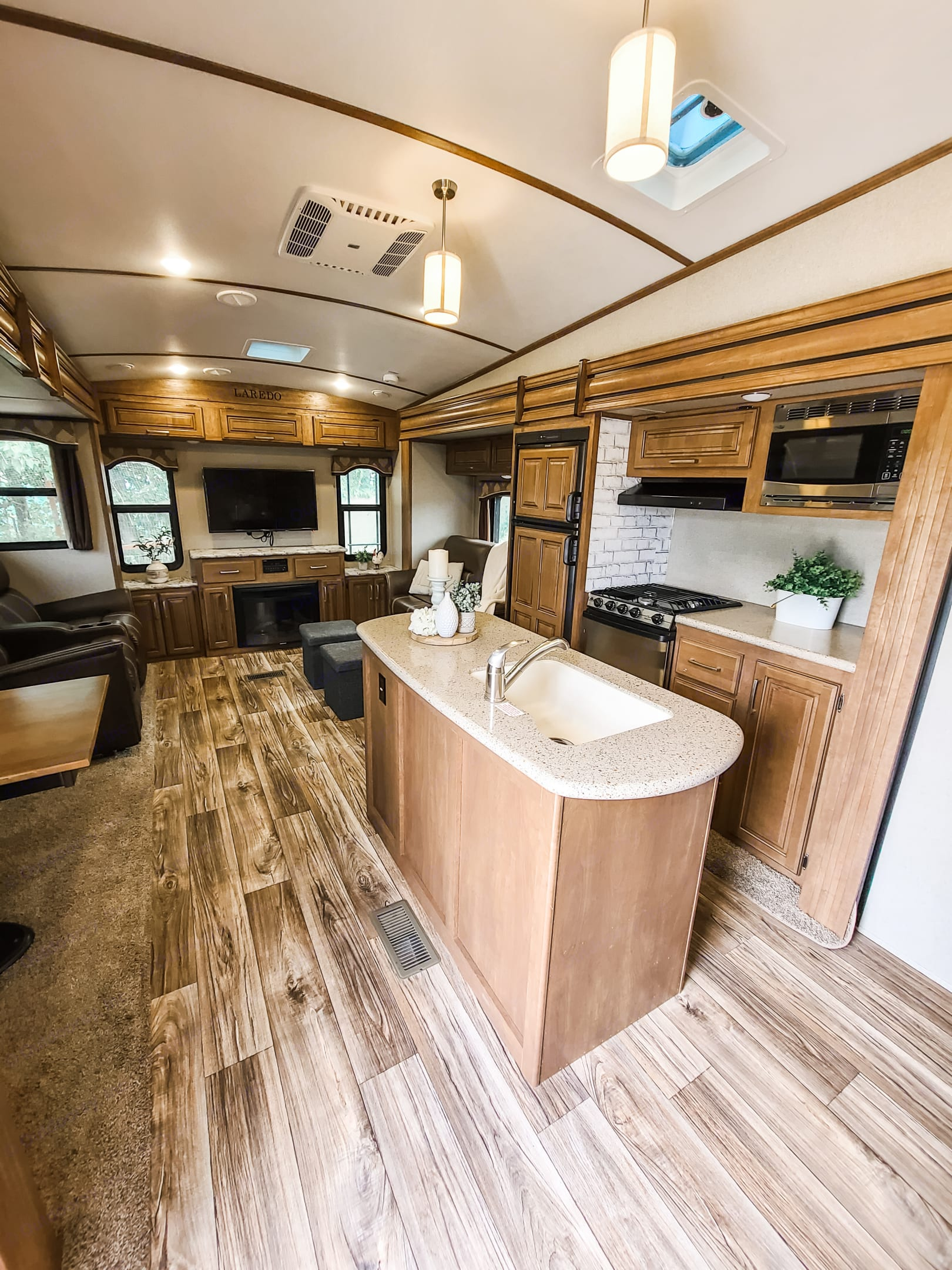 This is the view from the door to the trailer. It's a nice, open plan with plenty of room for everyone.. Keystone Laredo 2017