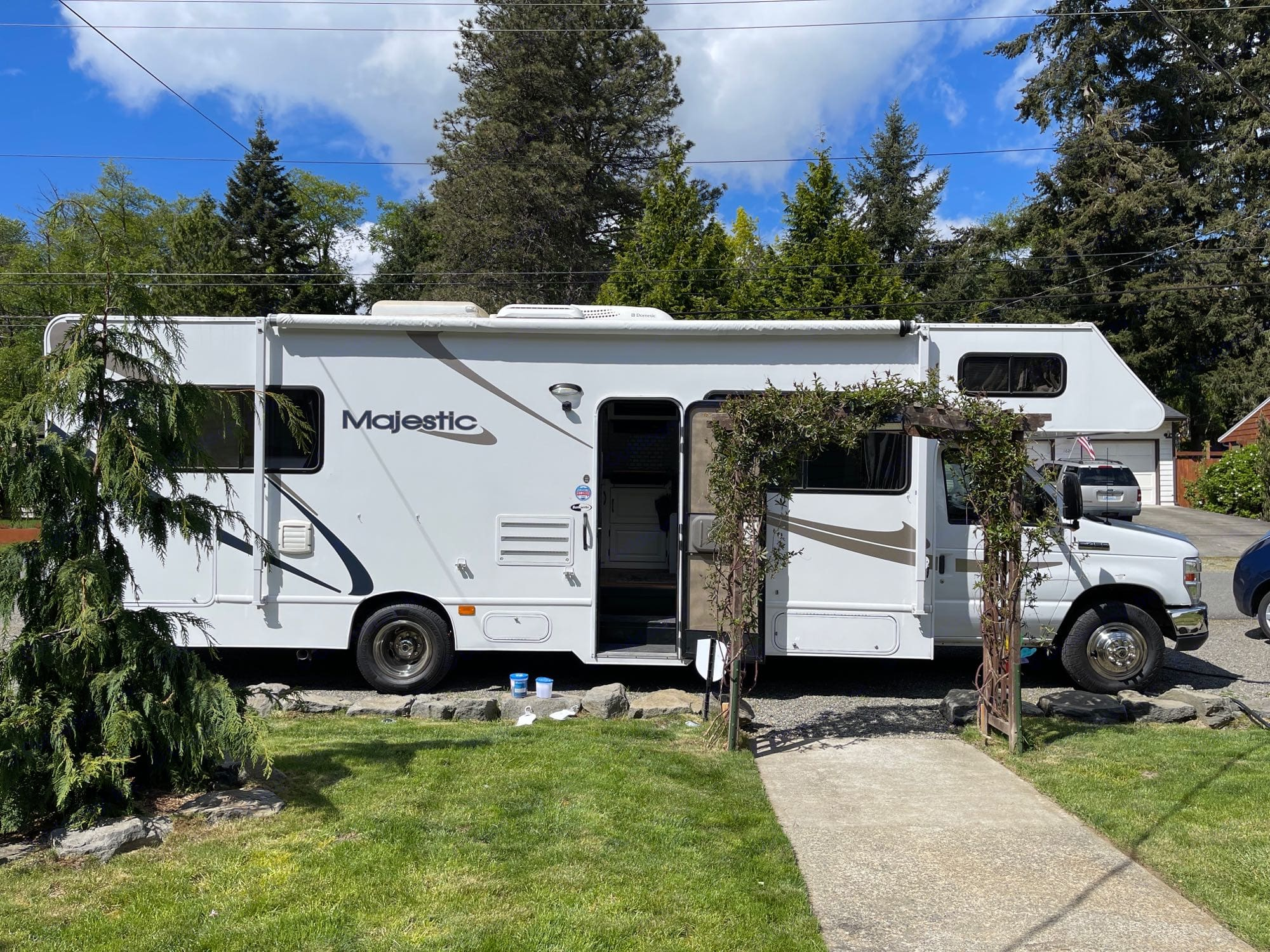 Here's Ol' Bess parked on a residential street--looking freshly buffed and inviting you in from your front door. Load up the groceries!. Thor Motor Coach Four Winds Majestic 2014