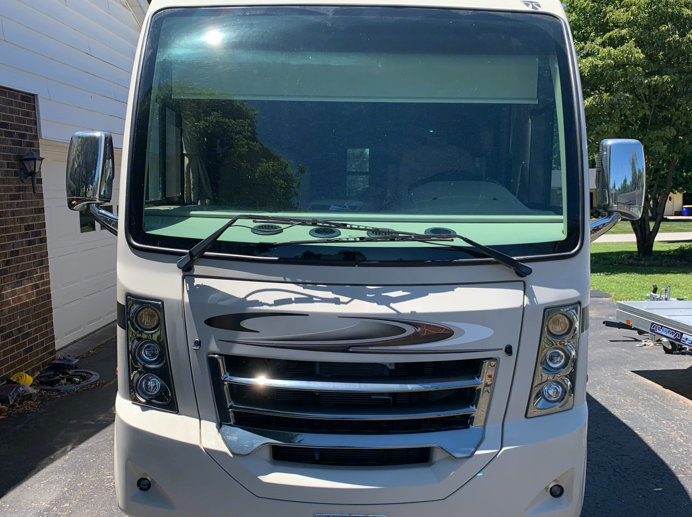 Huge windshield for great visibility. . Thor Motor Coach Vegas 2016