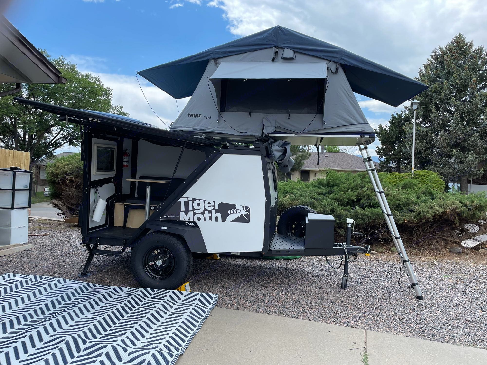 Side wing open with the Thule Tepui Kukenam 3 open. TAXA Outdoors Tigermoth Camper 2021