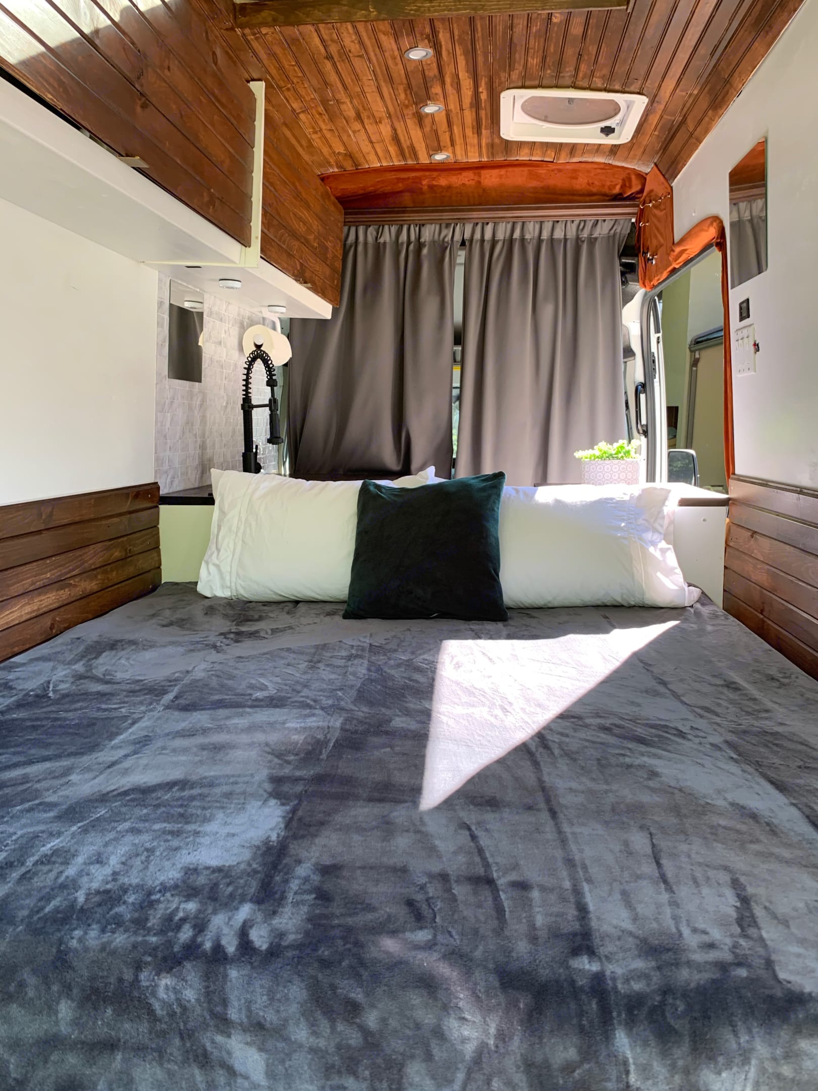 Large cosy bed. Ford Custom Transit 2019