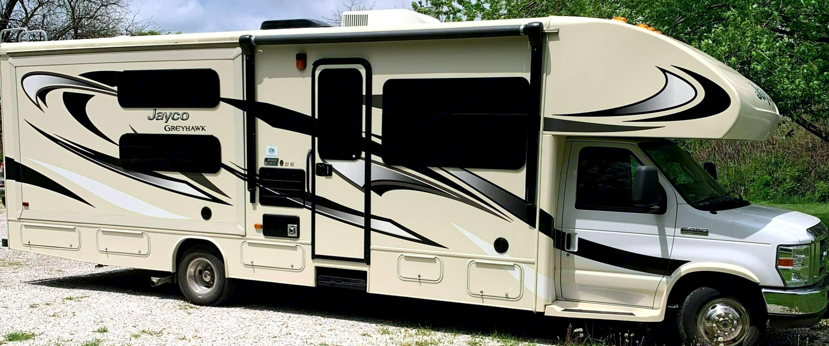 32 feet of luxury riding and camping!. Jayco Greyhawk 2016