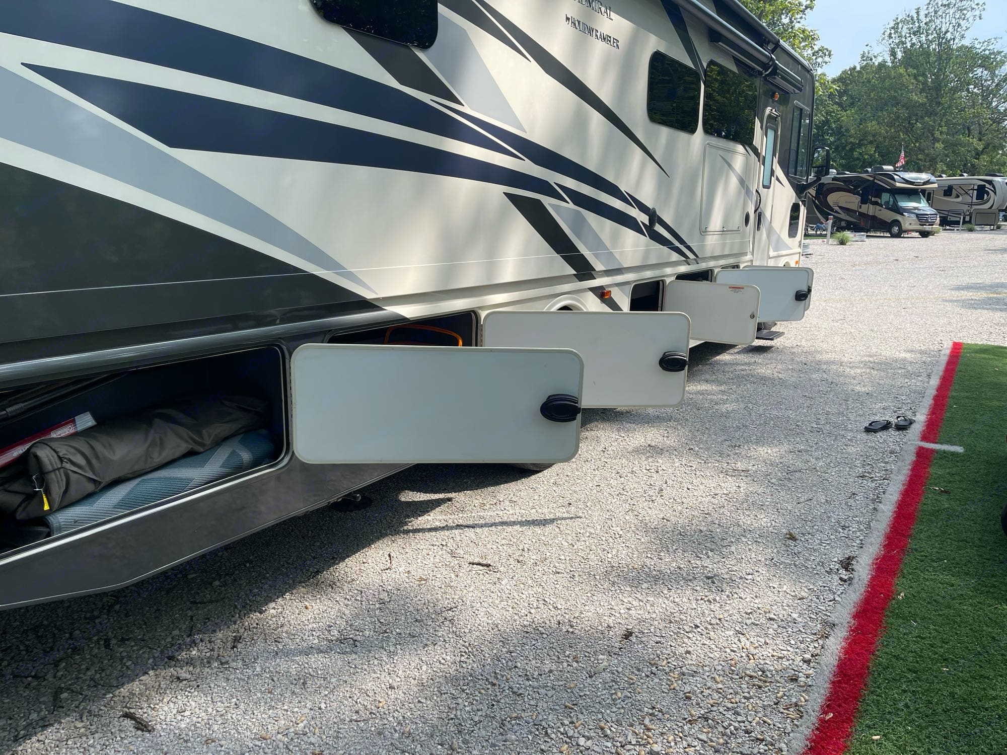 Plenty of storage so you don't have to leave anything behind. Holiday Rambler Admiral 2020