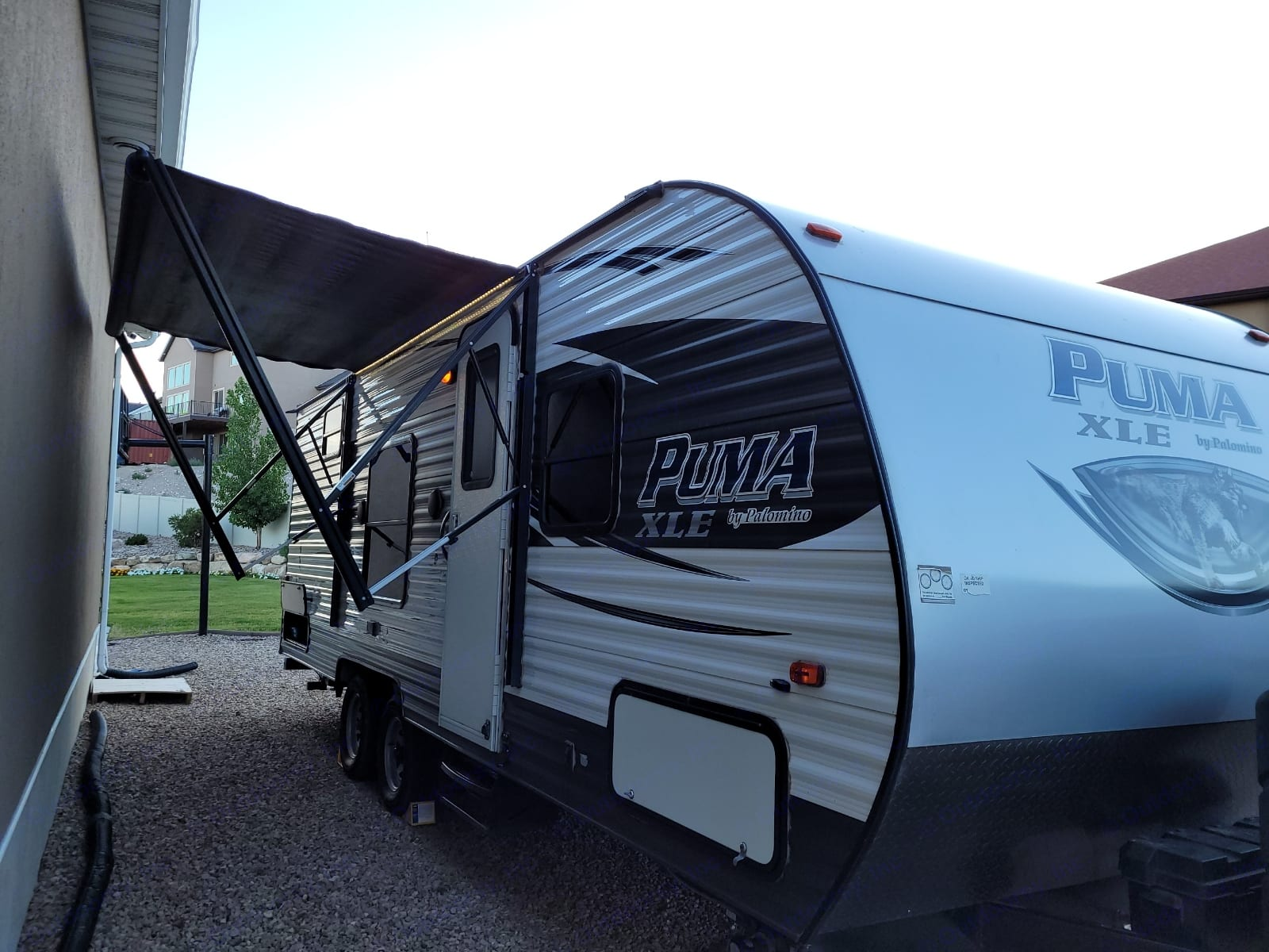This great awning extends out much more than as seen in the picture.. Palomino Puma 2017