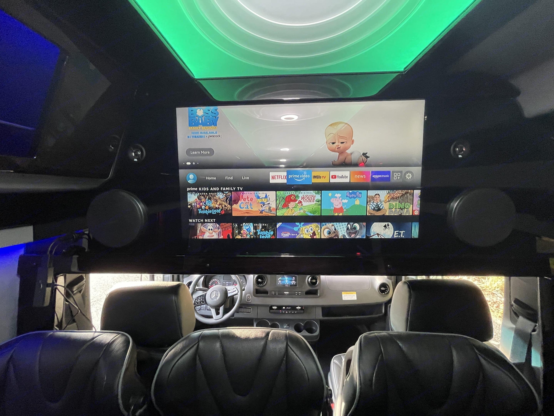 Mercedes-Benz Custom Coach 2019